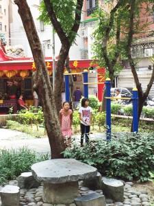 公園で遊ぶ二人 - 台湾台北 中山 日本人 ゲストハウスmimi -
